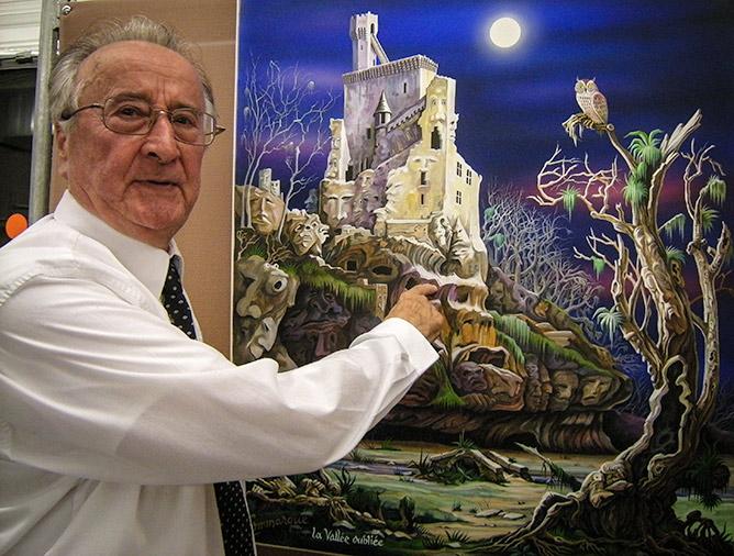 Michel Négrier devant une de ses oeuvres