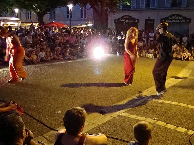 MIMOS 2009 Cie Engrenage sur la place du Marché au Bois