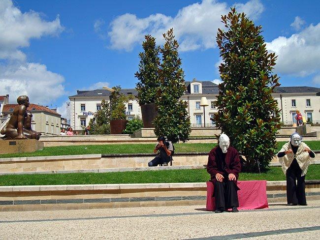MIMOS 2009 Cie Lili sur la place Francheville