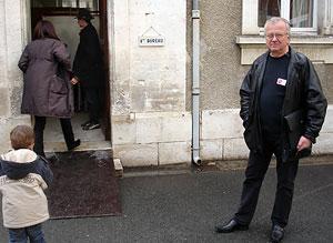 Alain Dupuy demeurant à Angoulême, enquêteur de sondage pour la SOFRES