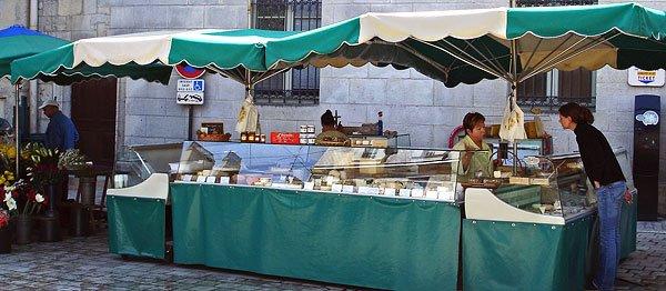 Fromager Mimi à Périgueux un jour de marché en 2008