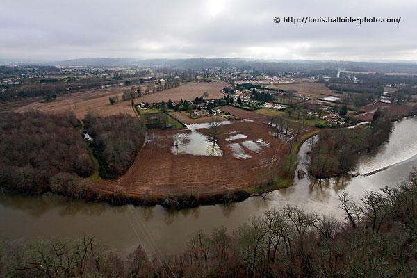 Près de la Roche-Beaulieu sur la route de Bergerac, deux jours après les inondations de janvier 2009 - Photo © http://louis.balloide-photo.com/