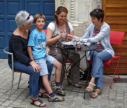 Touristes accompagnées de Carole et de Guillaume ont vu la plus part des spectacles du Mim'Off