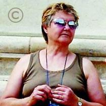 Madeleine Fey qui a tenté de s'immoler sur la place Saint Silain à Périgueux le 20 février 2008 - Copyright le journal Sud-Ouest