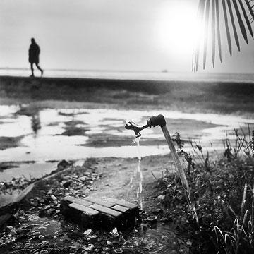 Nicolas Lux - photo - Robinet sur plage