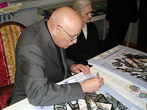 Oscar Rabine signe des posters