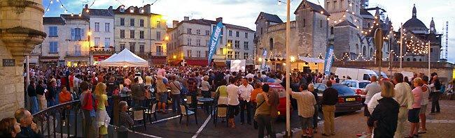 La place de la Clautre à Périgueux lors de la Truffe d'Argent le 14 juillet 2009