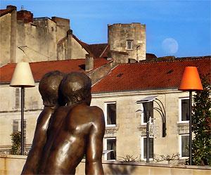 Lune sur la place Francheville Périgueux 2008