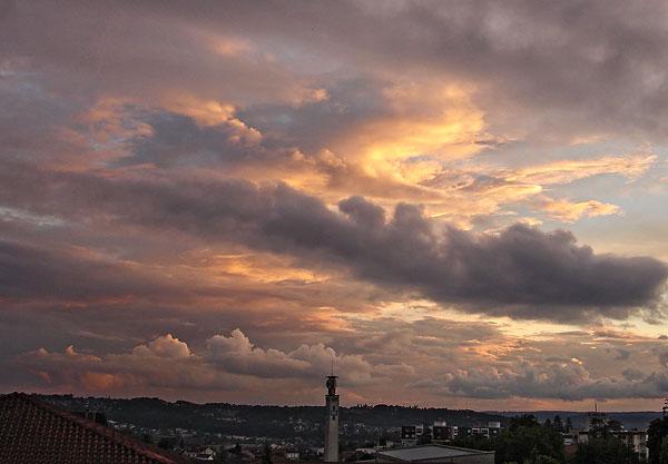 Soleil couchant au dessus de Périgueux le 17 juin 2008