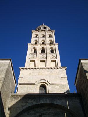 Saint-Front - sous l'entrée principale