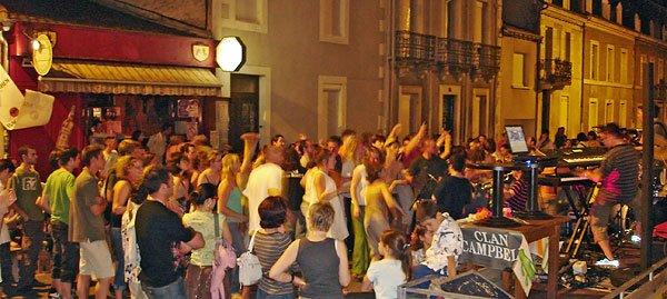 Le Saint-James pub lors de la fête de la musique en juin 2008