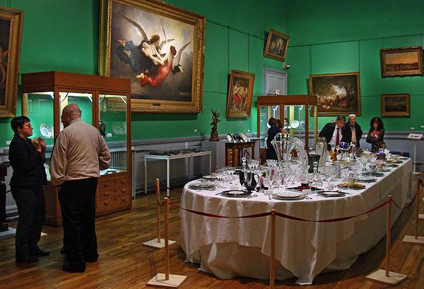 Au cours du Salon du Livre Gourmand, le Musée du Périgord organisait une exposition de porcelaine de table et autres objets
