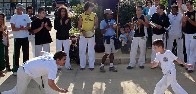 Démonstration de capoeira en 2008 sur la place Francheville à Périgueux.