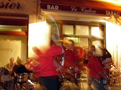 La Banda du Périgord devant le café du Coderc