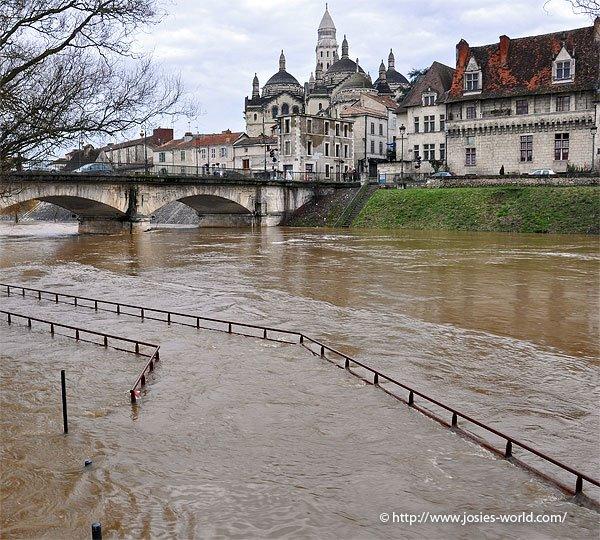 Saint-Front de Périgueux lors des inondations de janvier 2009 - Photo © http://www.josies-world.com/