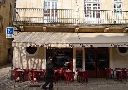 La façade de la Fée Maison sur la place du Coderc à Périgueux