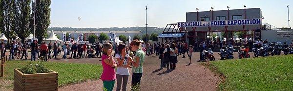 La queue se forme devant l'entrée de la Foire Expo - samedi 20 setptembre 14h30