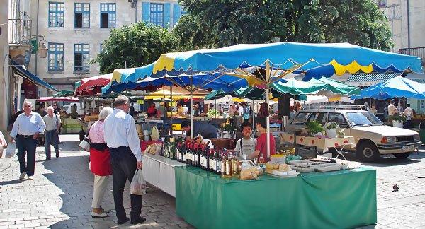 Le marché du Coderc dimanche 11 mai 2008