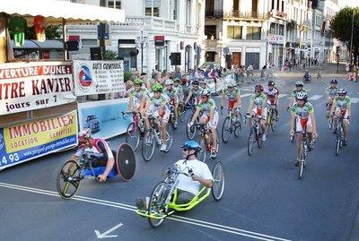 Joël Jeannot interview avec Yann Corvellec et les autres coureurs aux Cent Tours  à Périgueux