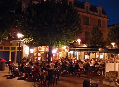 Le café de la Place sur la place du Marché au Bois