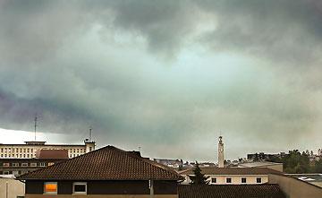 Rideaux de pluie s'étalant sur Périgueux