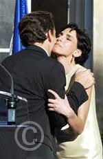 Rachida Dati embrassant Nicolas Sarkozy